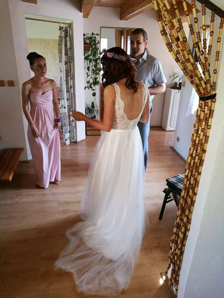 Svatební šaty s holými zády, 34