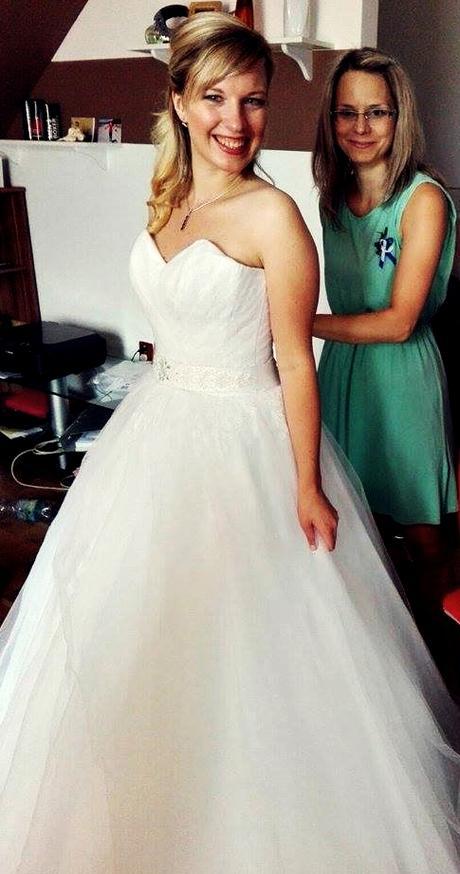 Sněhobílé svatební šaty, 38