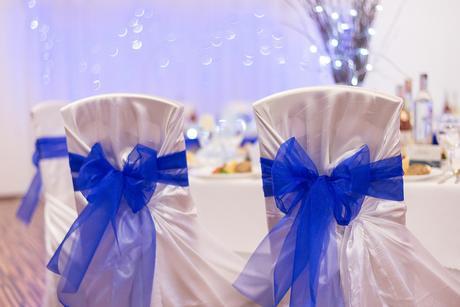 Modrá organza na stoličky,