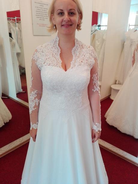 Krajkové svatební šaty s dlouhým rukávem, 40