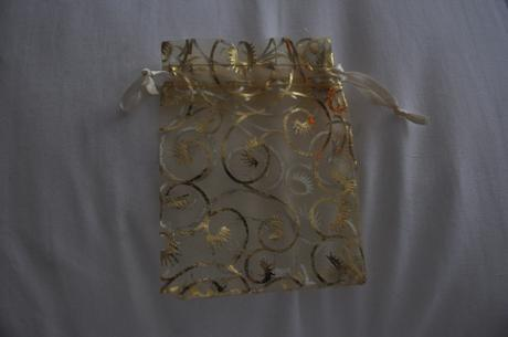 Zlate organzove vrecuska,