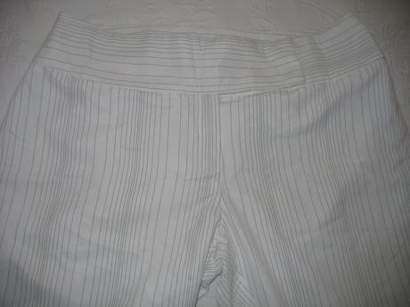 Elegantne pruzkovane nohavice - Camaieu, 42