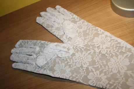 Čipkované biele rukavičky dlhé,