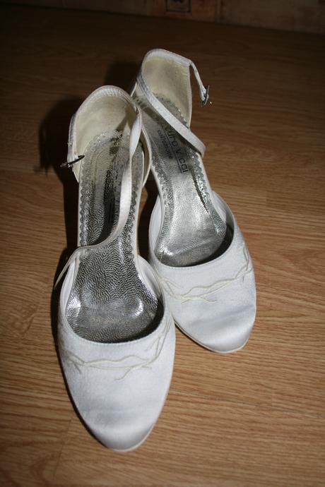 Pohodlné svadobné sandálky, 38