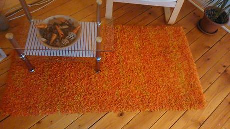 oranžovo žltý koberec  dohoda možná,