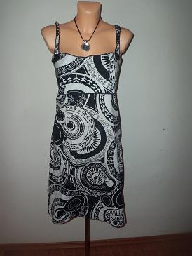 nádherné šaty, 44