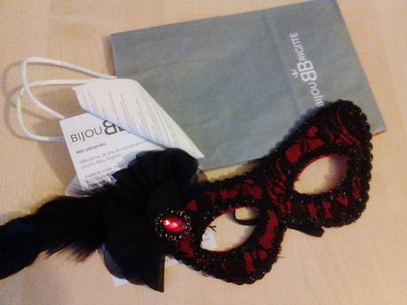 maska pro nevěstu či maturantku - Bijou Brigitte,