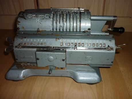 Mechanická kalkulačka,