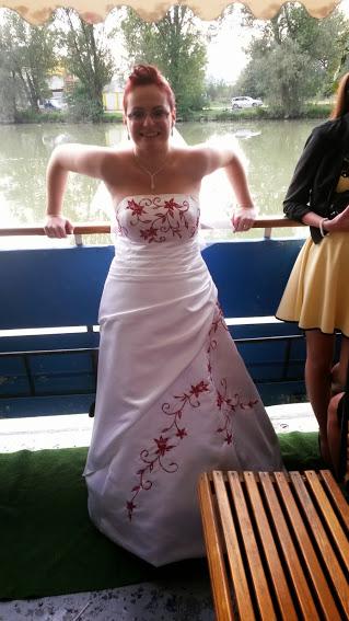 Bielo - červené svadobné šaty ced67dac42b