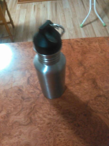 plechová flaša,