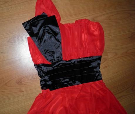exkluzívne nenosené šaty, 38