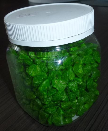 Zelené dekorační kamínky,