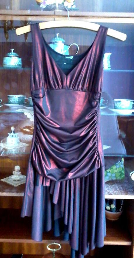 Krátke asymetrické šaty, 36