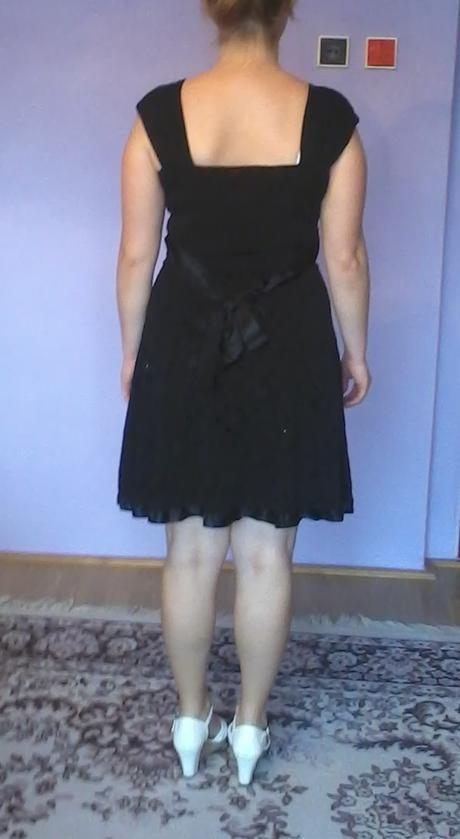 Krátke čierne šaty, 36