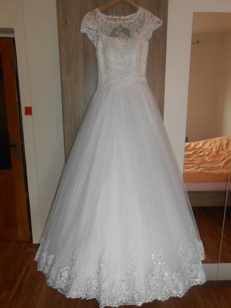 Princeznovské svadobné šaty, závoj a korunka, 36