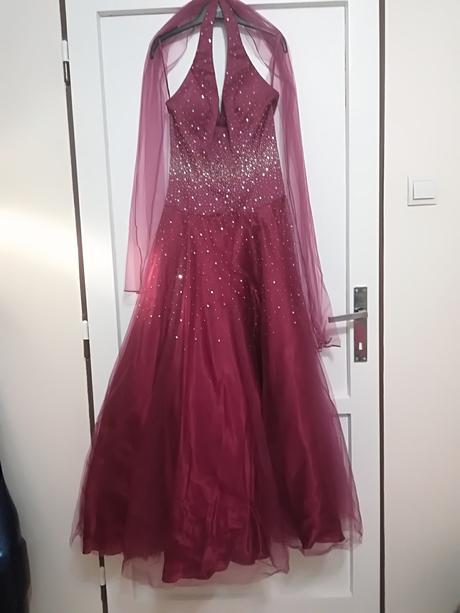 Fuksiové šaty, 38