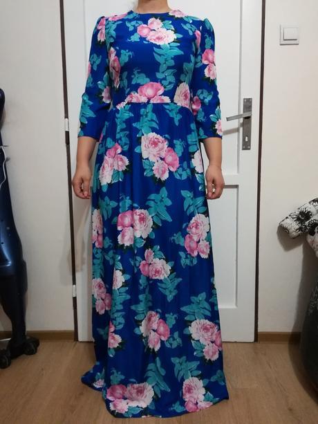 Kvietkované šaty, 36