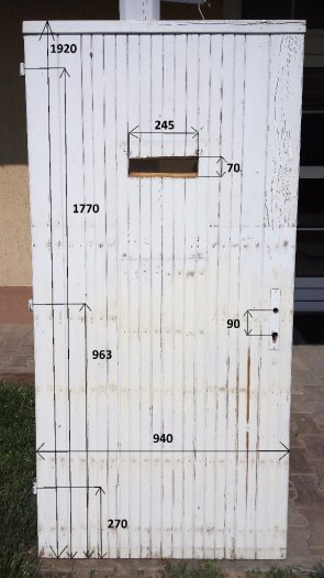 Exteriérové dvere z masívu,