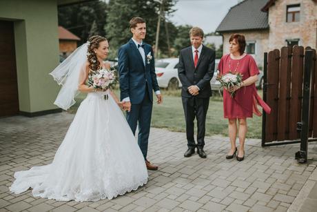 Svatební šaty z Francie s krajkou a vlečkou 34-36, 34