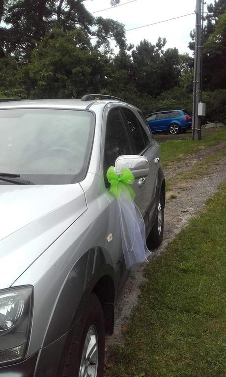 Dekorace na auto pro nevestu a zenicha,