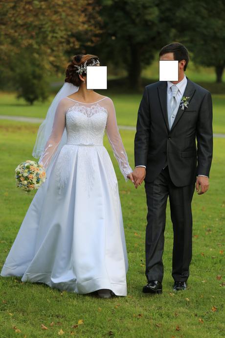Svatební šaty s výšivkou, 38