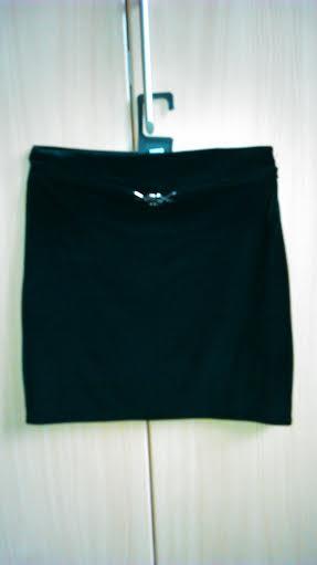 Krátka čierna sukňa M/L, M