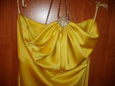 žlté spoločenské šaty, 42