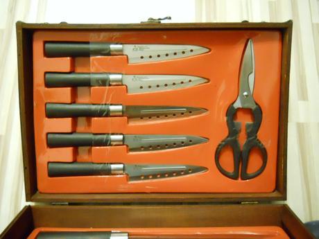 sada kuchynských nožov,