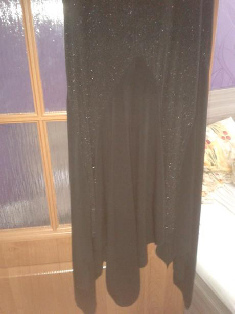 asymetrické šaty s poštou, 38