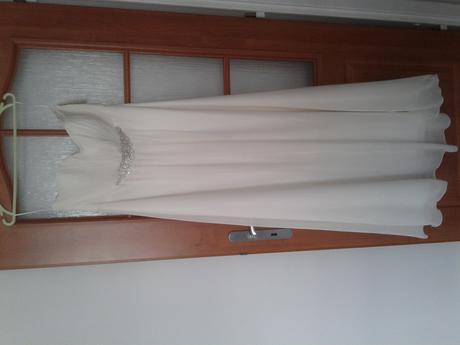 nenosené šaty , 42
