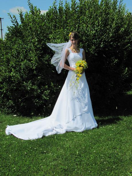 Svatební šaty pro vysokou nevěstu, 36