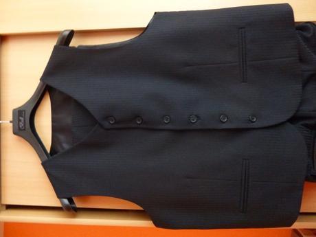 Čierny oblek , 52