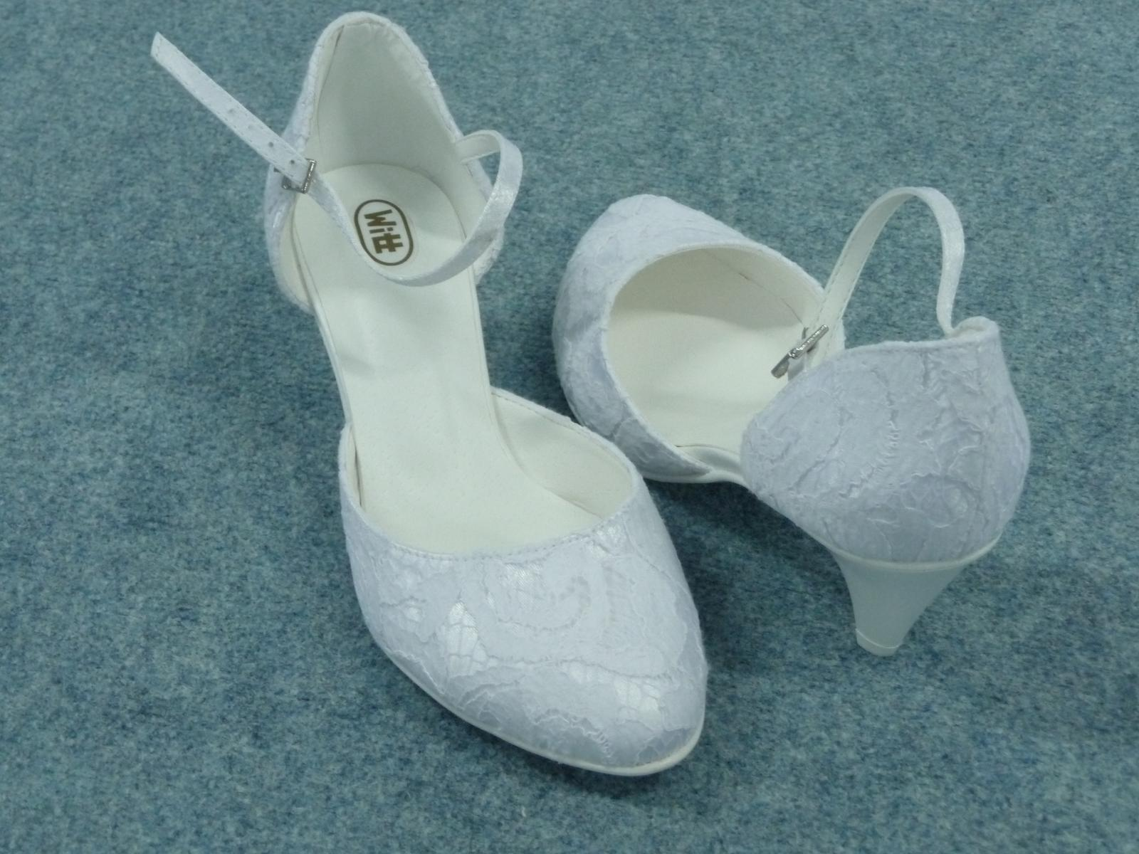 7c3936350a5 Krajková svatební obuv