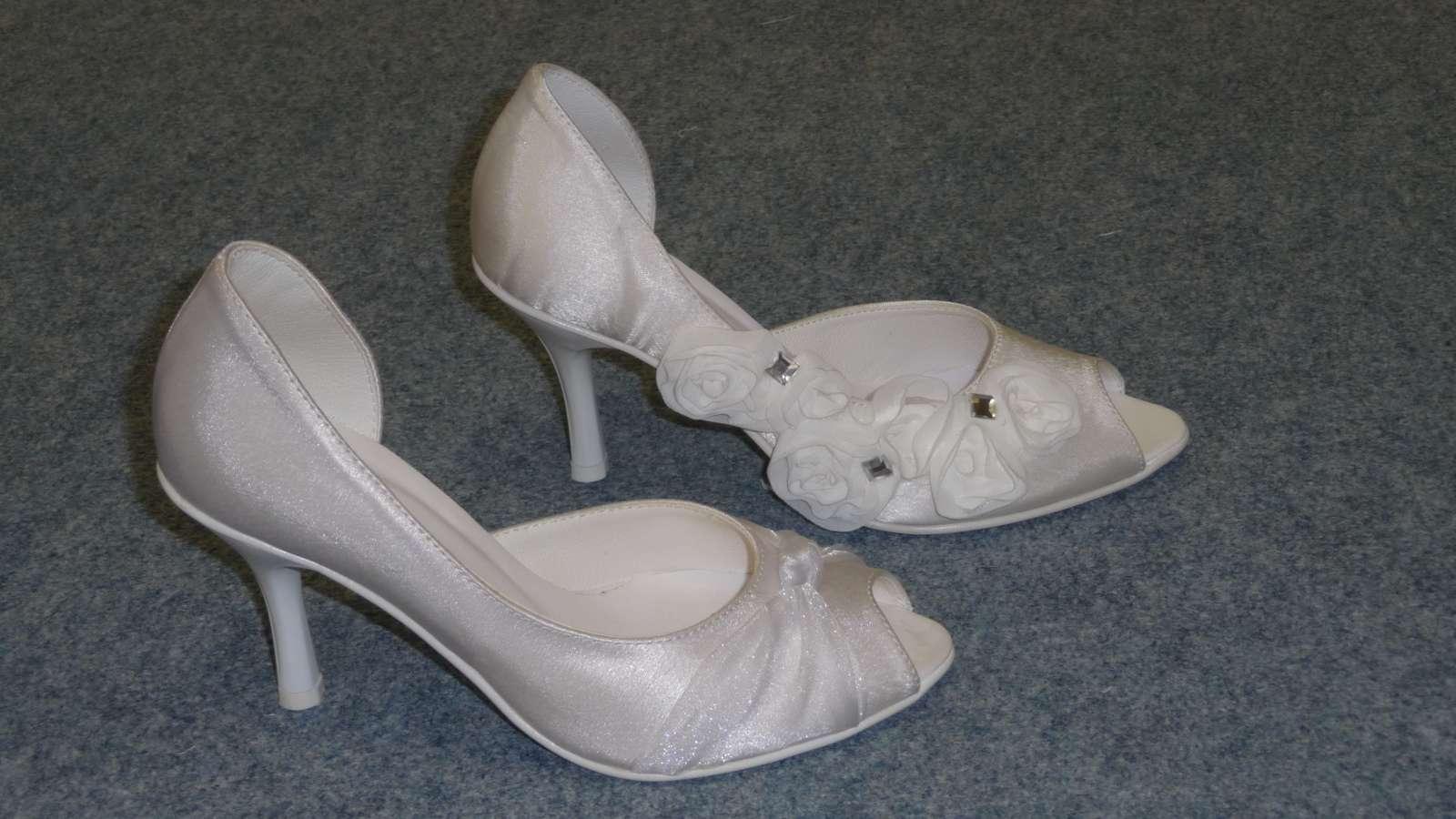 52452ee89d8 Svatební obuv witt