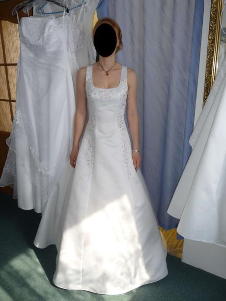Jednoduché svatební šaty, 36
