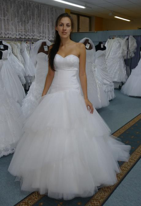 model Camilla, 34