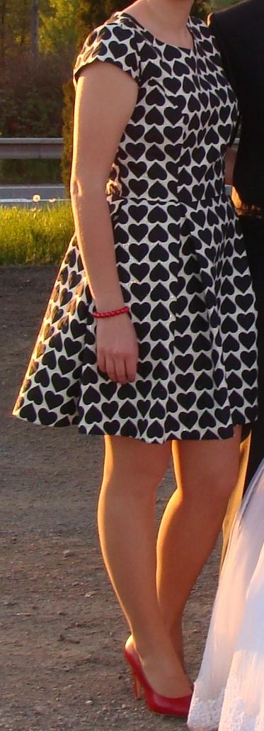 Spoločenské šaty so srdiečkami, L