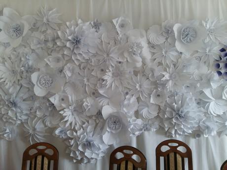 kvetinová výzdoba z papiera,