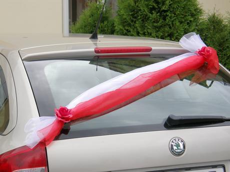 Půjčení svatebních dekorací na auto - různé barvy,
