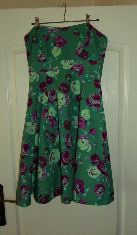 Retro šaty s kvetinkami, 38