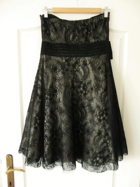 Šaty s čiernou čipkou a vanilkovou spodničkou, 38
