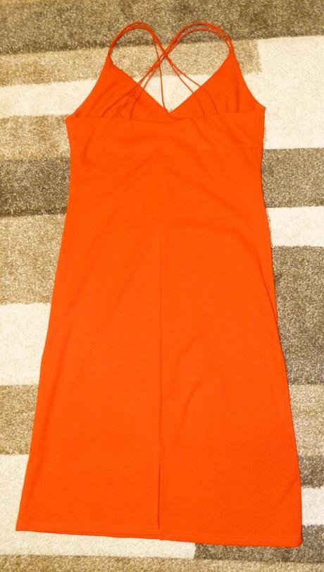 Pekné červené šaty, 36