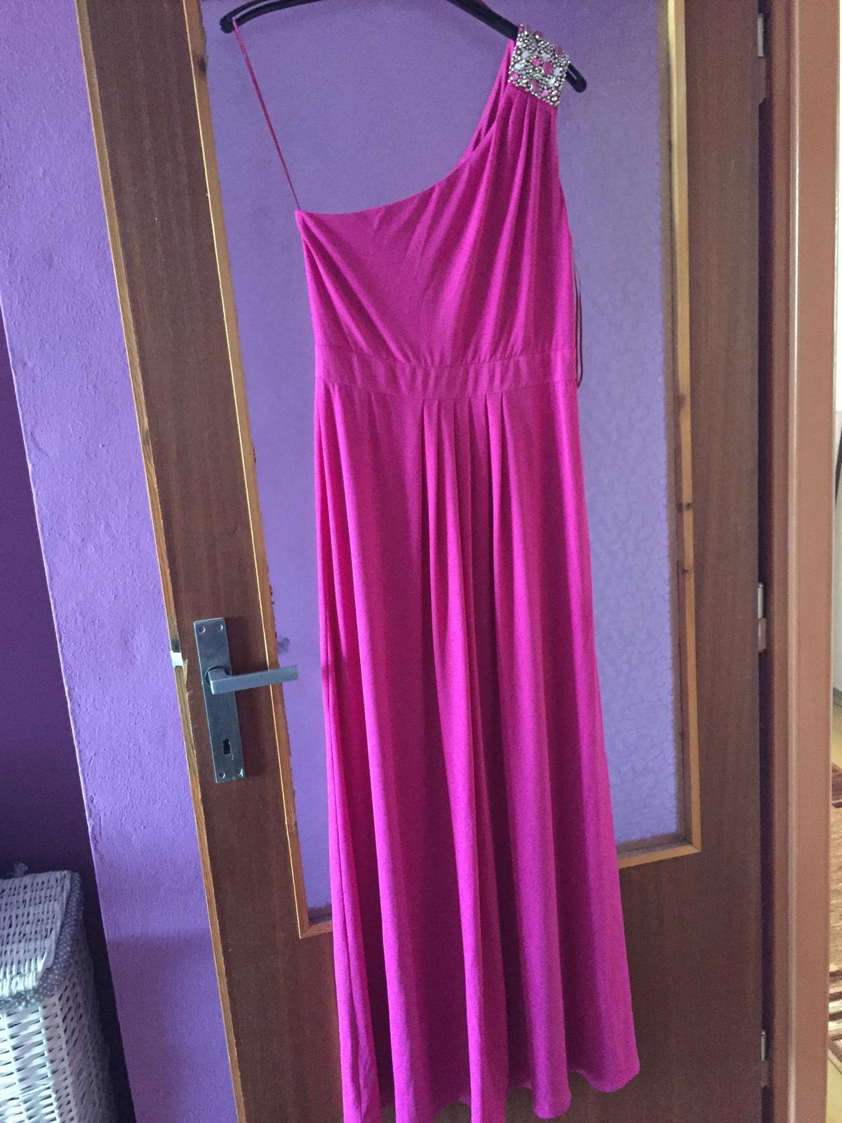 5a97e44f9cd9 Cyklámenové spoločenské šaty