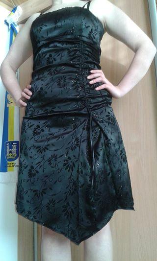 Čierne krátke šaty so zamatovou potlačou., 38