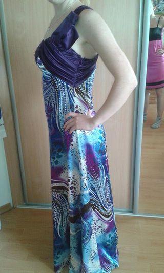Dlhé elegantné farebné šaty., 36