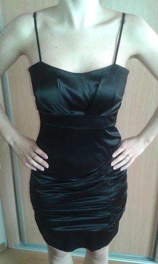 Krátke saténové čierne šaty., 36