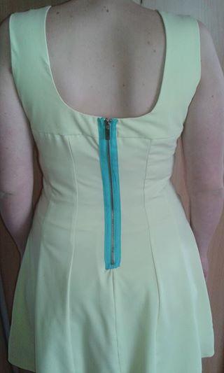 Krátke šaty s Á- čkovou sukňou., 40