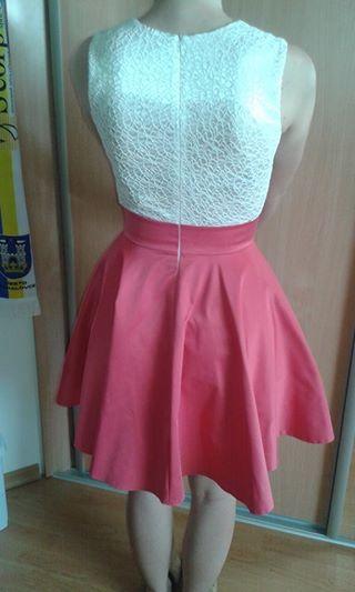Krátke šaty so širokou Á-čkovou sukňou., 36