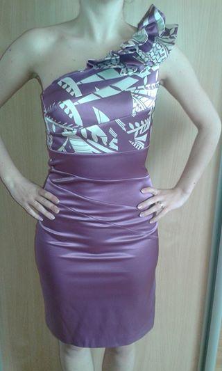 Krátke šaty so zaujímavým volánovým vrchným dielom, 36