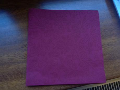 Pevné dekorované papírové ubrousky,